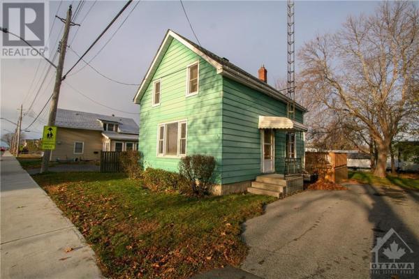 35 OTTAWA STREET, Morrisburg
