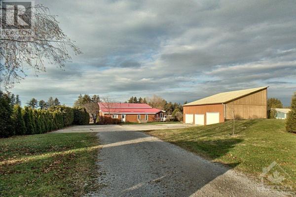 33 WESLILLY LANE, Eganville