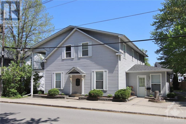 169 COUNTRY STREET, Almonte