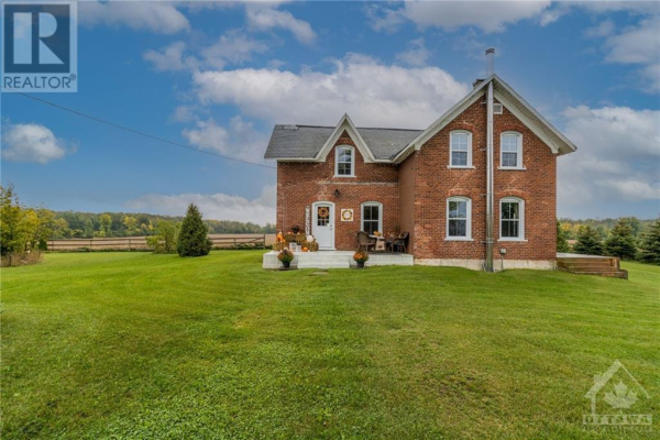 4981 FLAGG ROAD, Iroquois