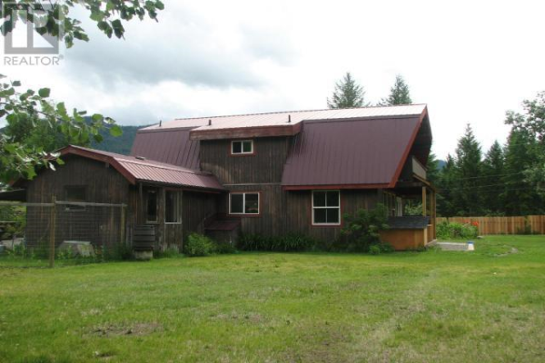 853 BARRIERE LAKES ROAD, Barriere