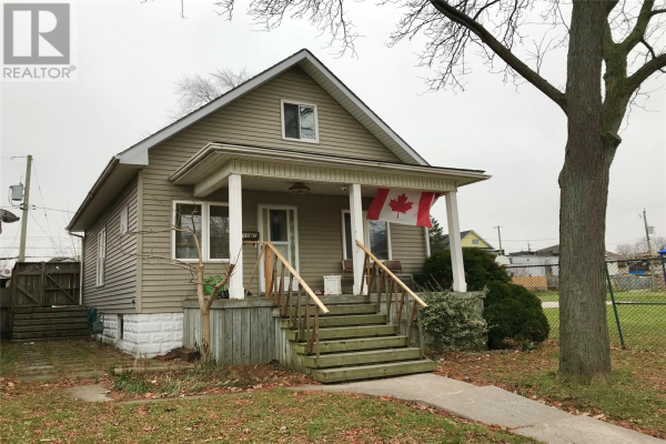 1107 UNIVERSITY AVENUE East, Windsor