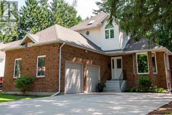4026 Roseland DRIVE West, Windsor