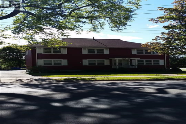 94 Pleasant Street, Dartmouth