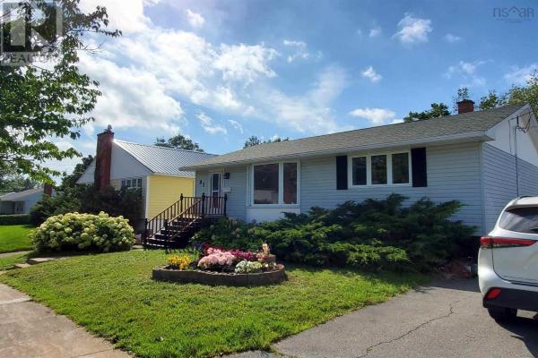 81 Woodland Avenue, Dartmouth