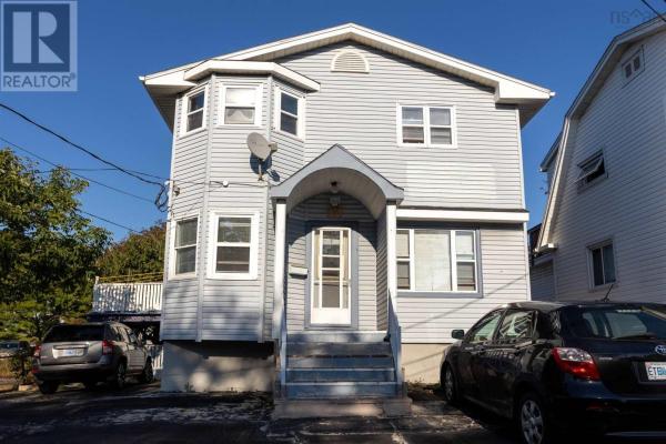 187 Pleasant Street, Dartmouth