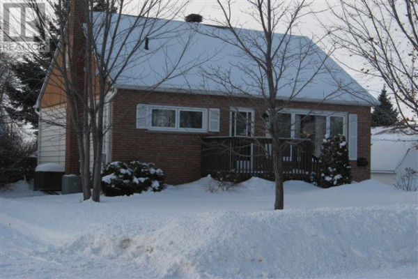 885 Churchill Avenue, Sudbury