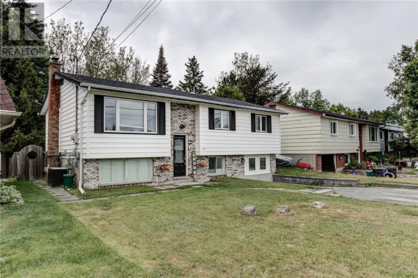 4441 Dugas Street, Val Therese