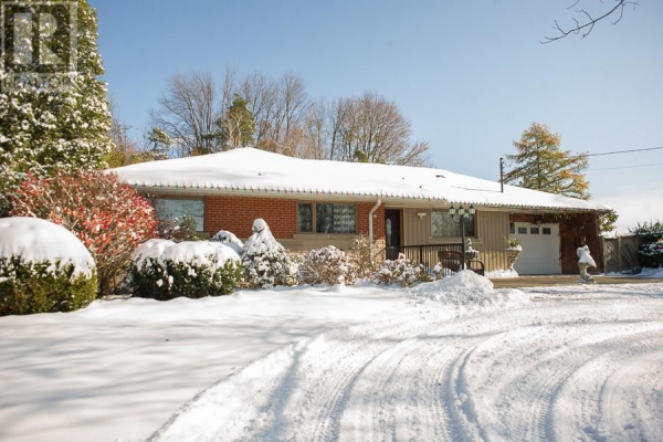 1595 Fiddlers Green Road, Ancaster