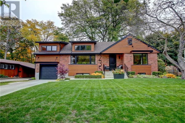 235 River Side Drive, Oakville