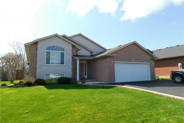 12 Stoneybrook Crescent, Welland