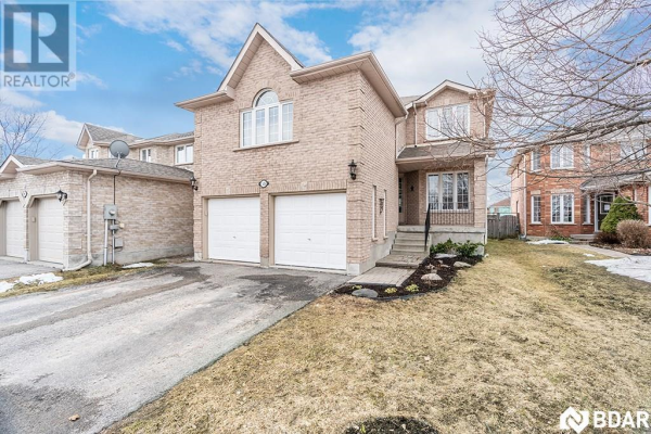 13 Round Leaf Court, Barrie