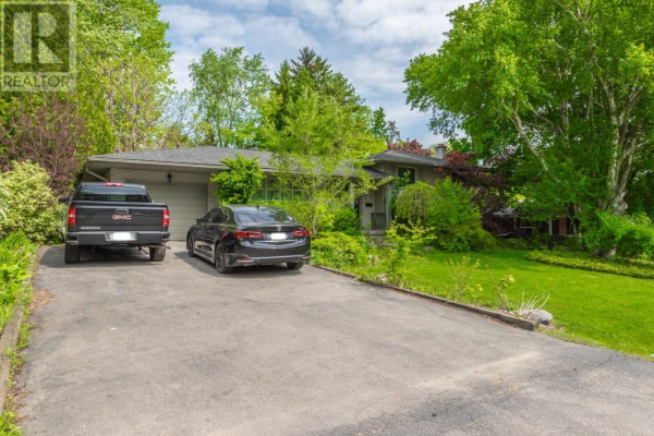 193 WOODVIEW Crescent, Ancaster