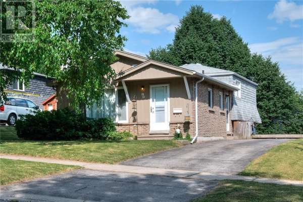 18 SANDSPRINGS Crescent, Kitchener