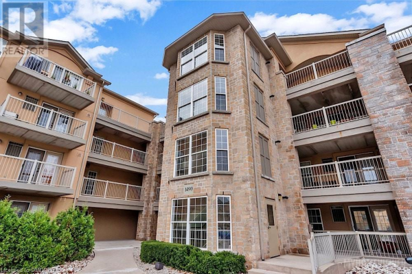 1490 BISHOPS Gate Unit# 102, Oakville