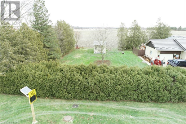 30 GILL Road, Grand Bend