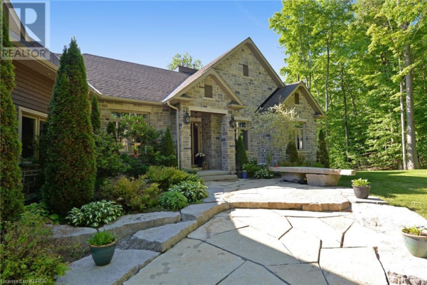 9 COUNTRY CLUB Drive, Bobcaygeon