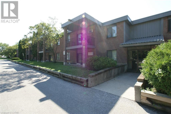 12 MONTGOMERY Drive Unit# A104, Wallaceburg