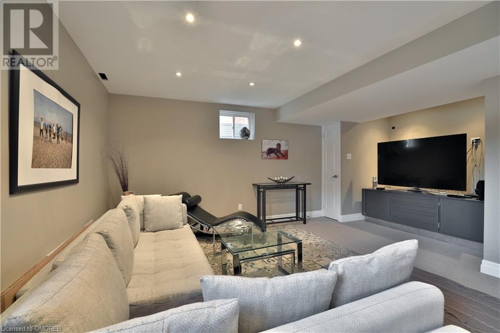 258 FENNAMORE Terrace, Milton