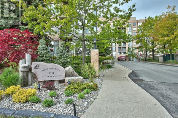 2511 LAKESHORE Road W Unit# 525, Oakville