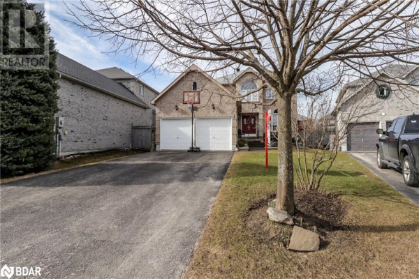 8 HIGGIN Court, Barrie