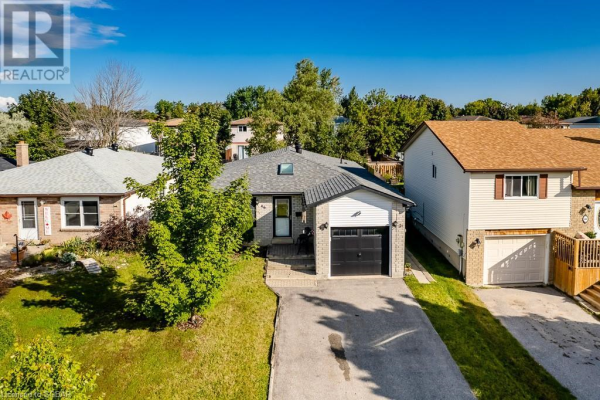 46 HICKLING Trail, Barrie