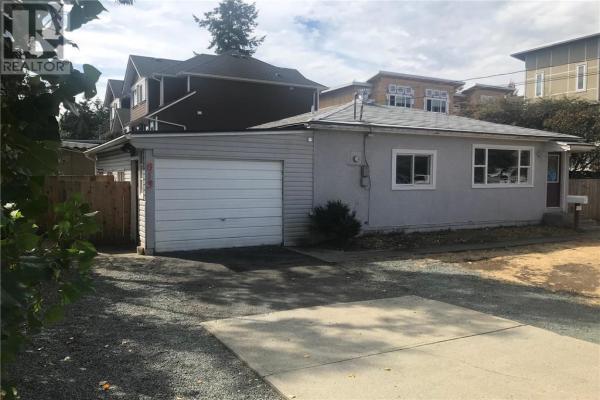813 Arncote Ave, Victoria
