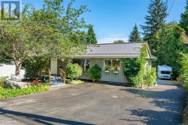 861 Homewood Rd, Campbell River