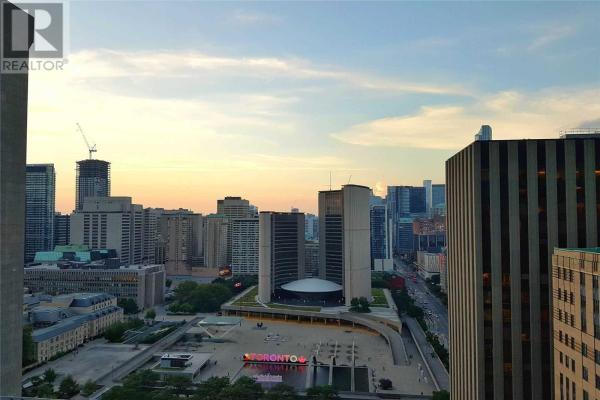 #2015 -70 TEMPERANCE ST, Toronto