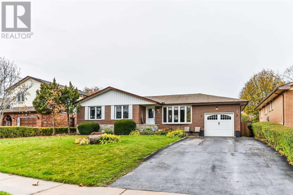 84 APPLEWOOD CRES, Whitby