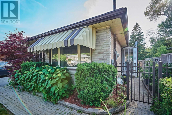 136 LUPIN DR, Whitby