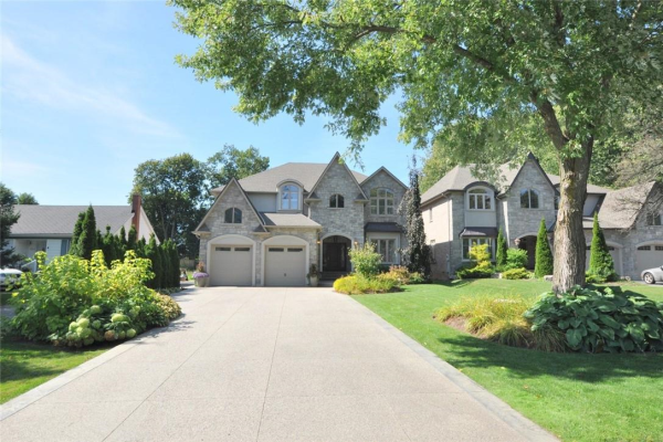 216 VALLEYVIEW Drive, Ancaster