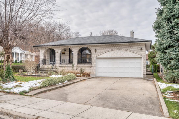 35 STONEY BROOK Drive, Hamilton