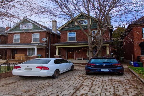 105 AIKMAN Avenue, Hamilton