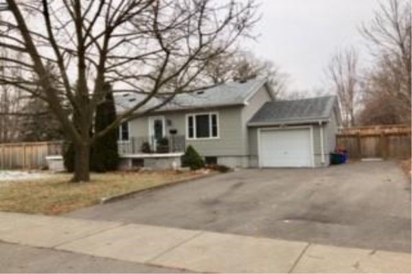 353 QUEEN MARY Drive, Oakville