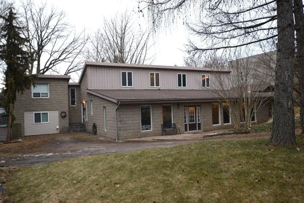 871 SPRING GARDENS Road, Burlington