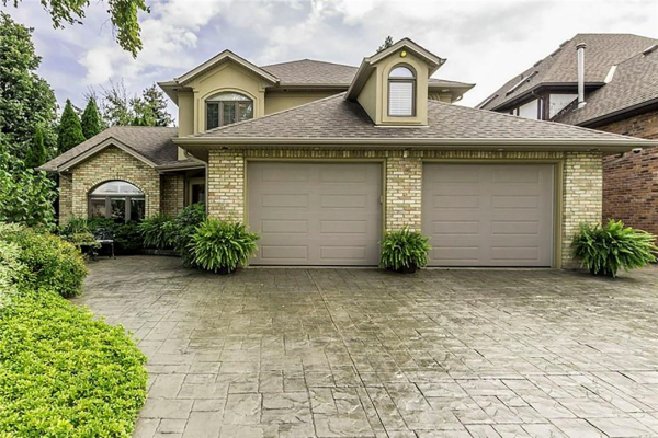 1 TAMARACK Place, Stoney Creek