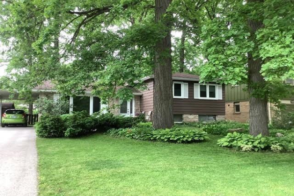 5276 Woodhaven Drive, Burlington