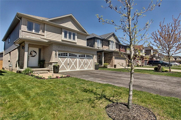 132 Country Fair Way, Glanbrook