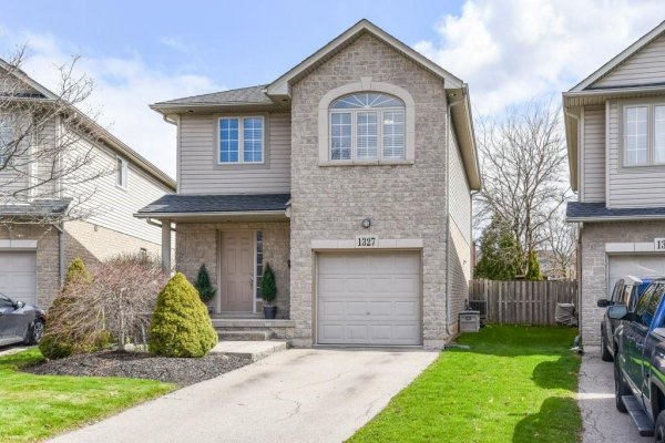 1327 Bonnie Court, Burlington