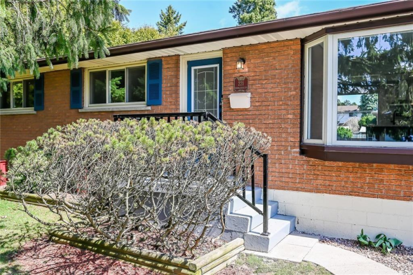 221 SPRING Trail, Ancaster