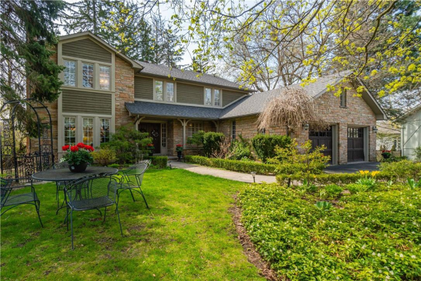 326 Carey Court, Oakville