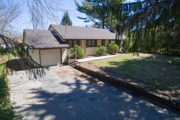 427 Belvenia Road, Burlington