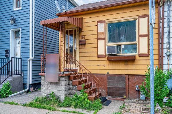 190 John Street N, Hamilton