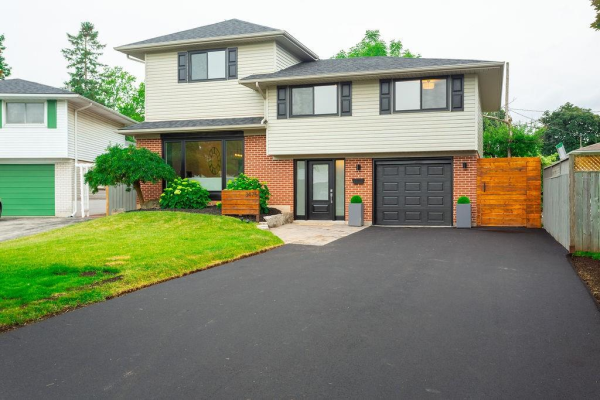 3475 Geneva Place, Burlington