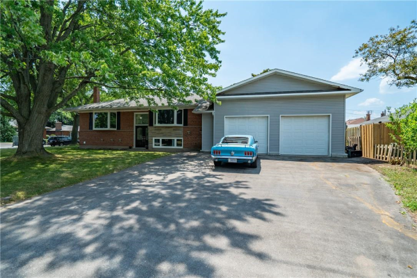 5443 Stratton Road, Burlington