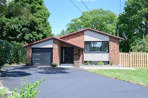 1095 Willowbrook Road, Burlington