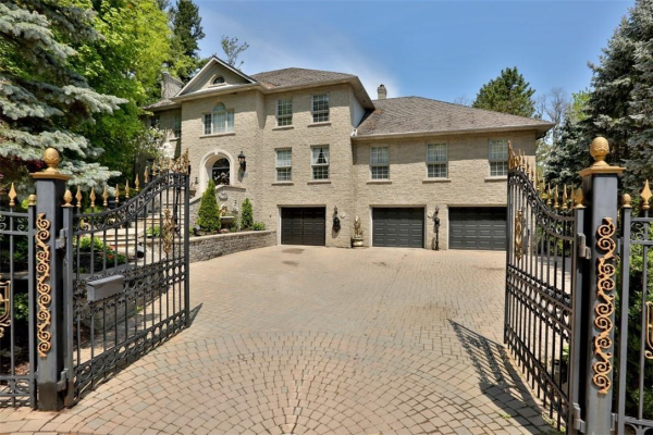 15 STONEGATE Drive, Ancaster
