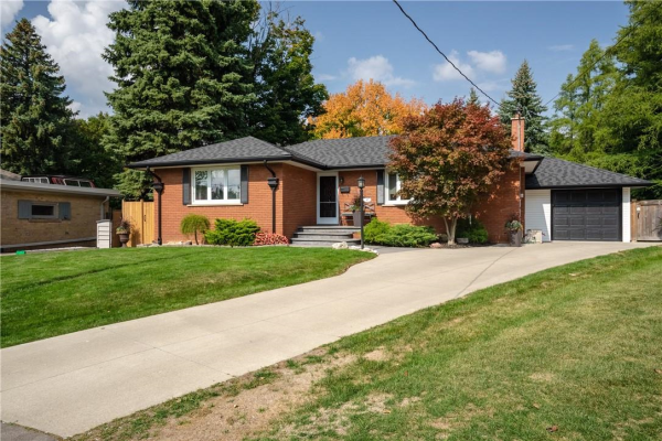 57 MIDDLE CREST Street, Ancaster