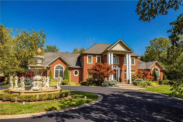 715 Highland Road E, Stoney Creek